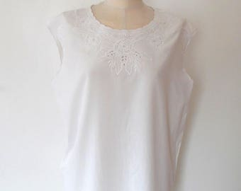 White embroidered floral top / pretty / cut out / flower / summer / broderie anglais / vintage / scallped / sleeveless / white blouse top