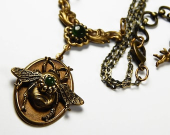 Vintage Gold Tone Queen Bee Necklace - Bee Necklace - Mid Century - 1970's - Vintage Jewelry