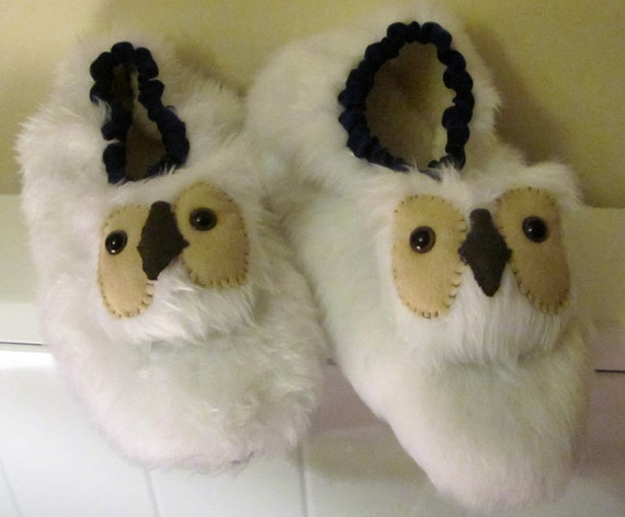 Snowy Owl Slippers, White Owl Slippers, White Faux Fur Slippers, Made to Measure, Gender Neutral, Gift for Her, Gift for Him, Cosy Footwear.