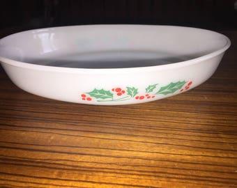 Vintage Dynaware Pyr-O-Rey holiday print oval casserole