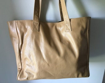 Classic tan leather tote, slouchy leather. Traditional,shoulder handmade tote, strong straps,perfect tote bag. Large shoulder bag, lined.