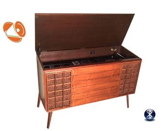 Repurposed Mid Century Stereo Console // Modern Turntable // Modern Upgraded Electronics // Tube Amp // Bluetooth // Madmen Style