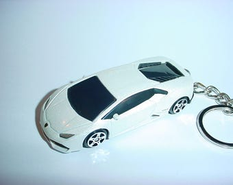 3D Lamborghini Huarcan LP 610-4 custom keychain by Brian Thornton keyring key chain finished in white color trim diecast metal body