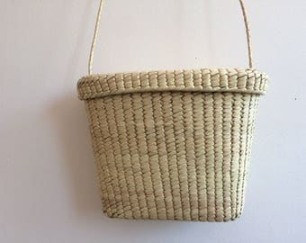 SPECIAL PRICE Handwoven bag.  Summer essential.