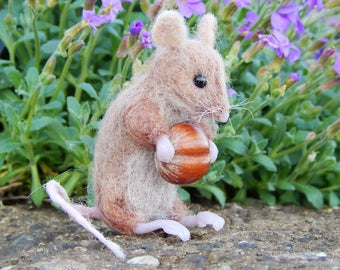 Handmade Mouse felt animal Miniature needle-felted   Dolls house miniature  OOAK