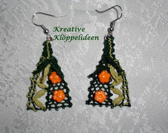 Handmade bobbin lace earrings in green with glass beads in the form of roses