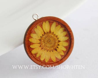 2pcs yellow chrysanthemum Handmade wood flowers Resin Pendant Charms - Wood jewelry - 25mm 30mm Flower Pendant -DIY material