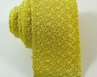 Vintage 1950s Knit Tie Gold Yellow Square End Bottom Necktie Short 48""