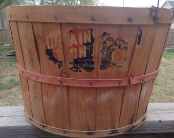 Vintage wooden basket, Bushel basket, 1950s Mountain Lion Colorado Peach label