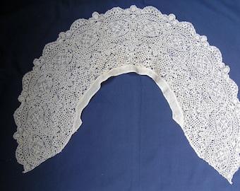 Victorian Maltese creamy white lace cape  collar circa 1860.