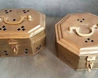 A cute pair of vintage brass cricket boxes // brass trinket boxes // Chinoiserie decor