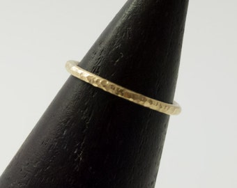 Ring 333 gold, 8 CT, hammered, round profile
