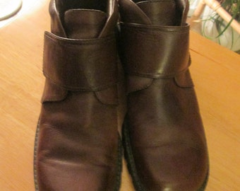 Brown leather ankle boots with slight platform and great grip rubber sole. Jones New York label. Size 8M