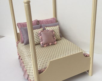 Dollhouse Miniature Four-Poster Silk Bed