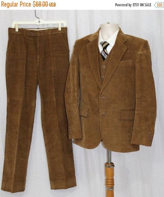 Sur vente Vintage 70 s 80 s Tan velours côtelé 3 Pc Mens rétro costume veste pantalon gilet S 30 x 32