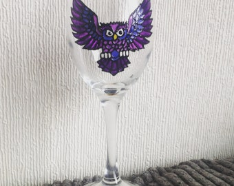 1 Owl Wine Glass / Hand Painted Glass / Painted Wine Glass / Personalised / Glassware / Scottish Birds / Scottish Wildlife /Bird of prey