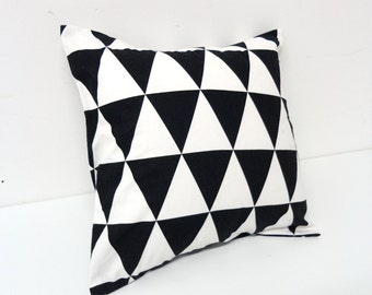 Extra pillow for modern cat felt bed- Minimal design, Black and white triangles, animalove