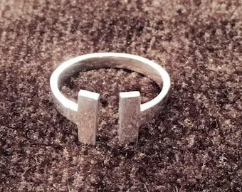 T Bar Ring