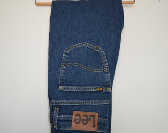 Classic LEE jeans, a straight leg fit with great blue colour, high waisted, zip fly W30 L32