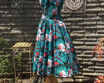 Vintage 1980's Hawaiian Dress *  Size Small to Medium