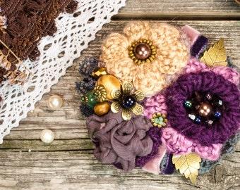 Crochet flower brooch, flower pin, crochet bouquet, textile flower, brooch mom gift,  blue-purple brooch,  purple brooch, beige brooch