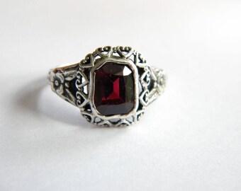 Vintage solid silver ring genuine garnet ~ inA2877