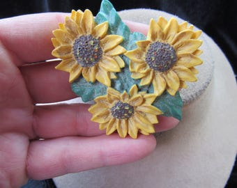 Vintage Large Resin Daisies Pin
