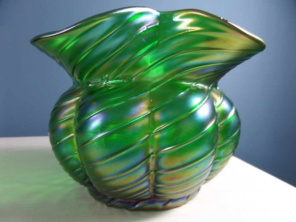 Free shipping kralik green iridescent ribbed twisted posy bowl free shipping kralik green iridescent ribbed twisted posy bowl art nouveau 1920s hand blown bohemian art glass 475 x 625 pontil mark reviewsmspy