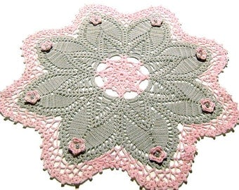 Crochet Doily Grey and Pink with flowers, Large Doily, Table Decoration, Round Table, Centrino Grigio e Rosa con fiori