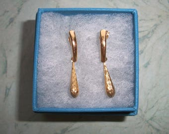 "Vintage Marked ZZ 585 Long Dangle Earrings,14K Solid Gold,posts for pierced ears,not scrap,1 1/8"" by 1/8"",yellow gold,.7 grams,14k backings"