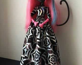 Long sparkling dress for Draculaura , Monster High doll!