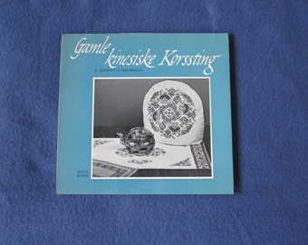Gamle kinesiske Korssting  Old Chinese cross-stitch patterns by Antonette Prip-Møller,