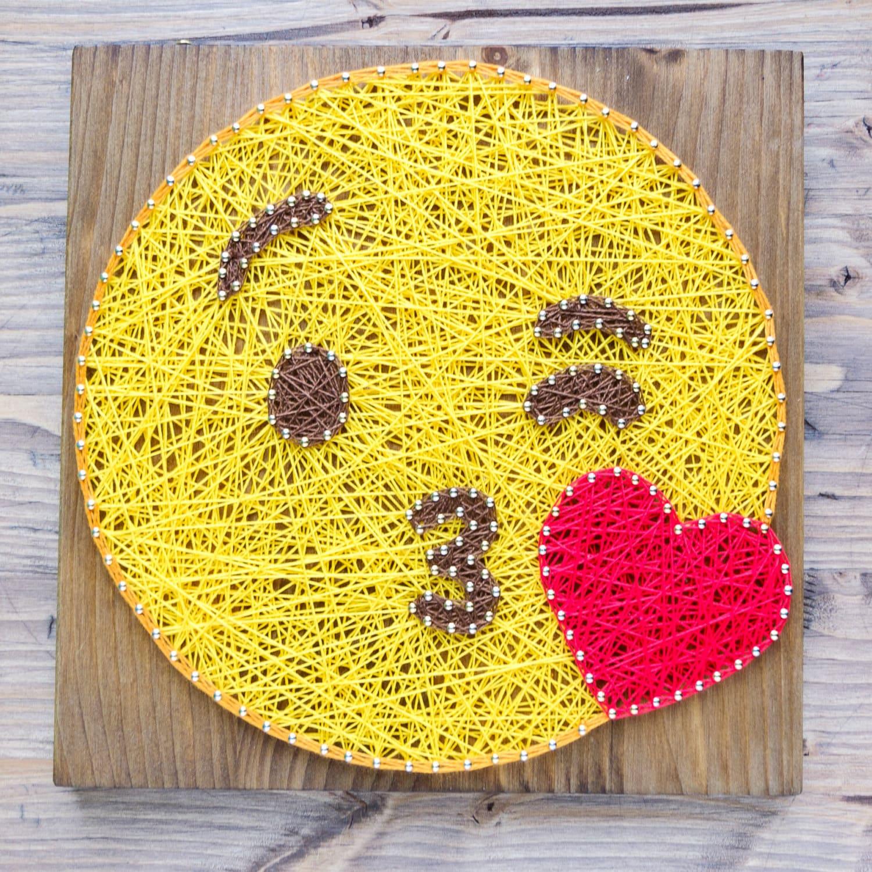 Modern emoji string art wall decor yellow kiss emoji - Clavos para madera ...