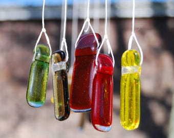 Wind chime in glass and driftwood, a perfect gift for the garden that makes a lovely sound in the wind
