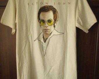 ELTON JOHN Greatest Hits  Mens Graphic T-Shirt Size M Used