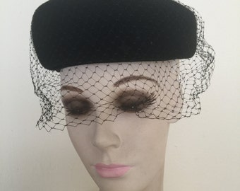 """Vintage """"Ritz"""" Henry Pollak Wool Pillbox Hat - New York With Face Net And Original Hat Pin"""
