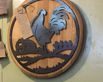 Handcrafted Wine Barrel Head turned into a gorgeous Rooster Display. Great for the kitchen or dining room!