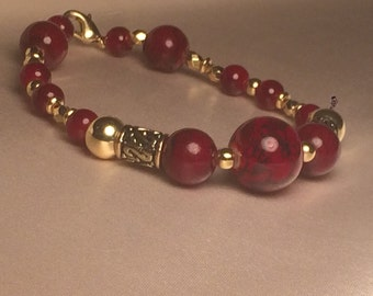 Elegant Red and Gold Glass Bead Bracelet - Gifts for Her - Beaded Jewelry - Glass Beads - Handmade Jewelry