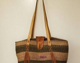 Vintage woven Jute Sisal 70s 80s bohemian tan leather bucket Tote Purse straw farmers market music festival bag.