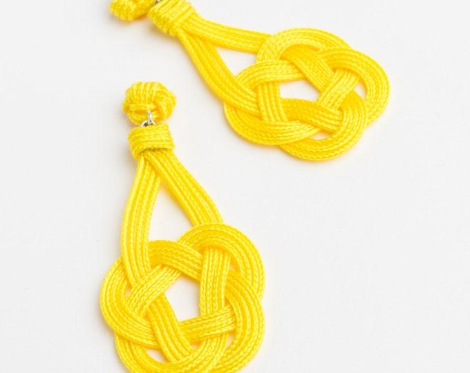 Celtic Shield Knot Earrings, Sz Small, Macrame earring, macrame, Solomon's knot, chinese knot, ornamental knot, nautical knot