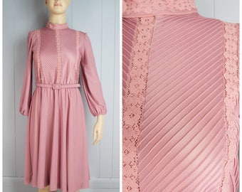 Vintage Womens 1970s / 1980s Mauve Pink High Neck Pintuck and Floral Lace Belted Dress | Size M/L