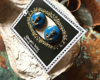 Sealove. Oceanblue ear studs. Anchor. Raw brass, bronze. Maritime nautical jewellery. Nordic jewelry. Pinup. Rockabilly. Navy. Sailor style