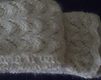 Warm fleecy Angoraschal in white