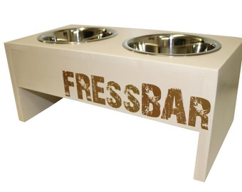 Charming feeders for dogs and cats in vintage look