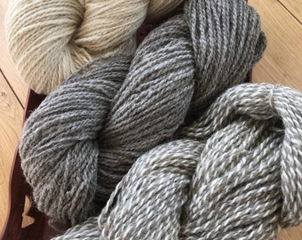 3 colours of real wool yarn to knit anything you like. 3 skeins 425 g. White unbleached, grey, melange yarn.