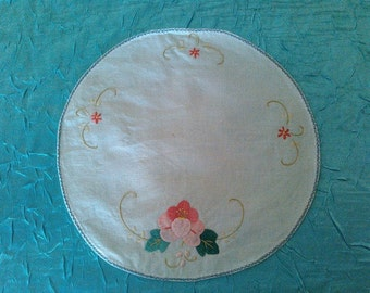 Handmade Vintage 1950's Cotton/Linen Embroidered Pink Flower Doilie