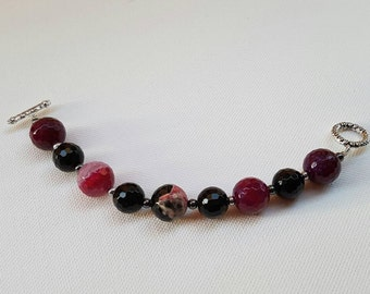 Black/Fuchsia/pink striped agate bracelet, Hematite and ring closure inlaid