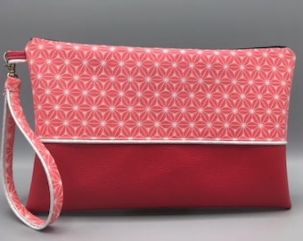 Pouch worn with its removable strap