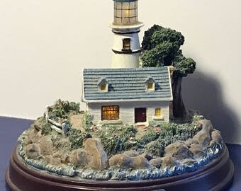 THOMAS KINKADE LIGHTHOUSE lights up working figurine limited retired statue building Light in Storm