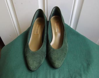 Green Low Heel Suede Pumps by Lennox Square, Size 7.5
